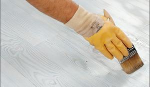 KROK VI - Utrwalanie i lakierowanie drewnianej podłogi